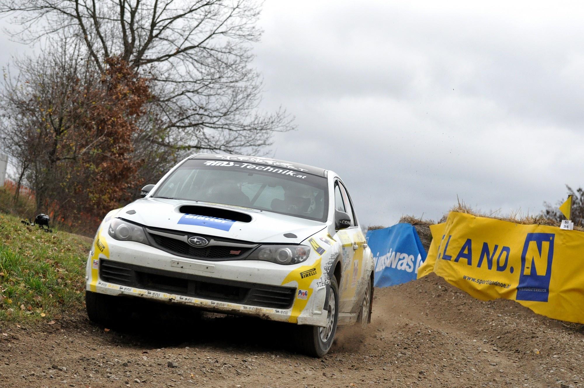 Erste Zeitung Erste Ausgabe Rally Fotos