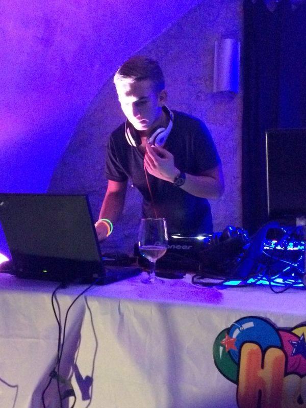 DJ Stippi vor dem Combeack? Stippi vor dem Comeback? Erste Seite